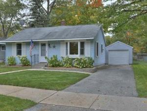 2 BR – Cute and cozy in town Traverse City home!